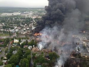 560px-Lac_megantic_burning