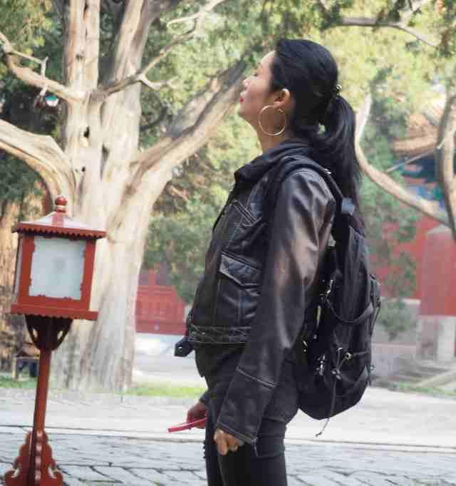 jeune chinoise dans le parc de Confucius
