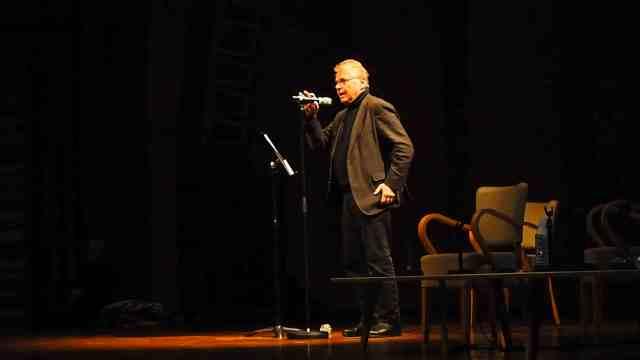 Daniel Cohn-Bendit sur la scène de la MC2